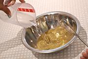 1.ボールにハーブパックの粉末を入れ、ぬるま湯で薄めます。